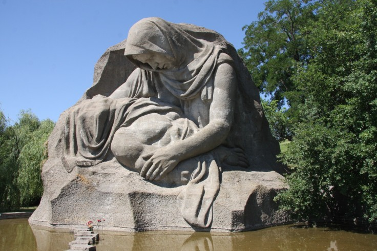 פסל אם אבלה סטלינגרד.jpg