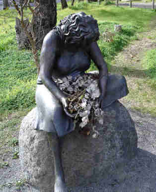 There is a memorial statue for the grieving mothers of the stolen generations at the old Colebrook home in #Adelaide. Each year on Mothers day and Sorry day an unknown person stops by to give her flow